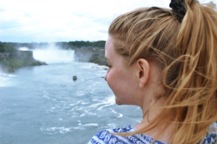 @thefulltimetourist: Just watching 2.8 million liters of water fall 17 storeys EVERY SECOND at Niagara Falls. Check out The Full-Time Tourist on the 7 Best Ways To See Niagara Falls 💙 ***Link in bio*** #thefulltimetourist #niagarafalls